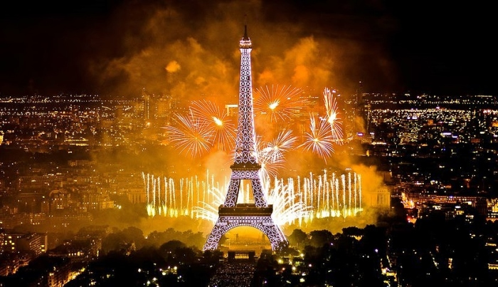 bastille-day-paris-fireworks-4[1]